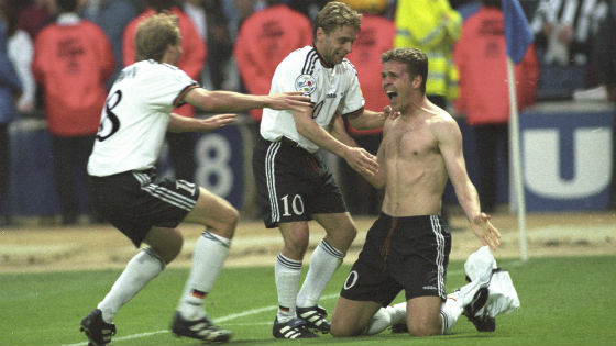 EM 1996 - Oliver Bierhoff Thomas Hässler und Jürgen Klinsmann freuen sich über das erste golden goal der EM-Geschichte