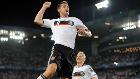 EM 2008 - Miroslav Klose und Bastian Schweinsteiger jubeln