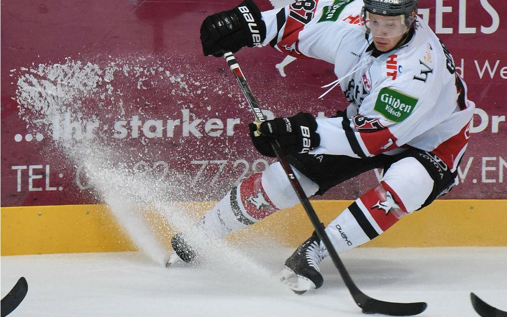 Philip Gogulla im Eishockey Testspiel Löwen Frankfurt - Kölner Haie
