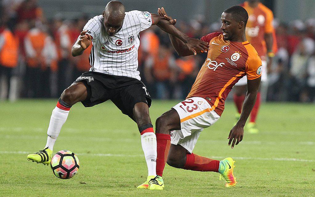 Lionel Carole (R) von Galatasaray und Atiba Hutchinson von Besiktas. Türkei Supercup Fusßballspiel Besiktas - Galatasaray in der Torku Arena in Konya (13. August 2016) Ergebnis: 0:0.