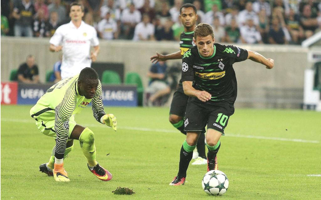 Thorgan Hazard (10) und Raffael von Borussia Mönchengladbach