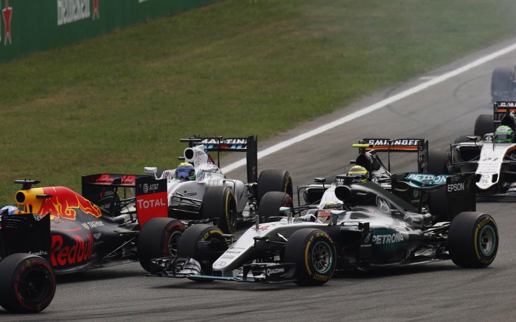 Autodromo Nazionale di Monza, Italien, Daniel Ricciardo im Red Bull, Lewis Hamilton im Mercedes, Felipe Massa im Williams und Sergio Perez im Force India