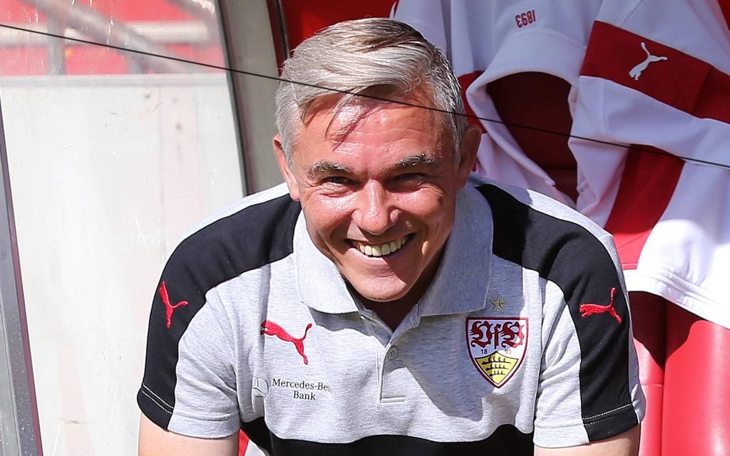 Olaf Janßen (Trainer VfB Stuttgart) im Spiel der 2.Bundesliga am 5. Spieltag gegen den 1.FC Kaiserslautern