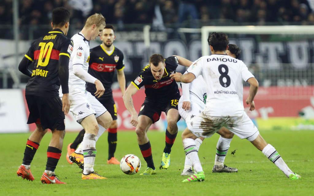 Viele Zweikämpfe im Pokalfight zwischen Borussia Mönchengladbach und dem VfB Stuttgart