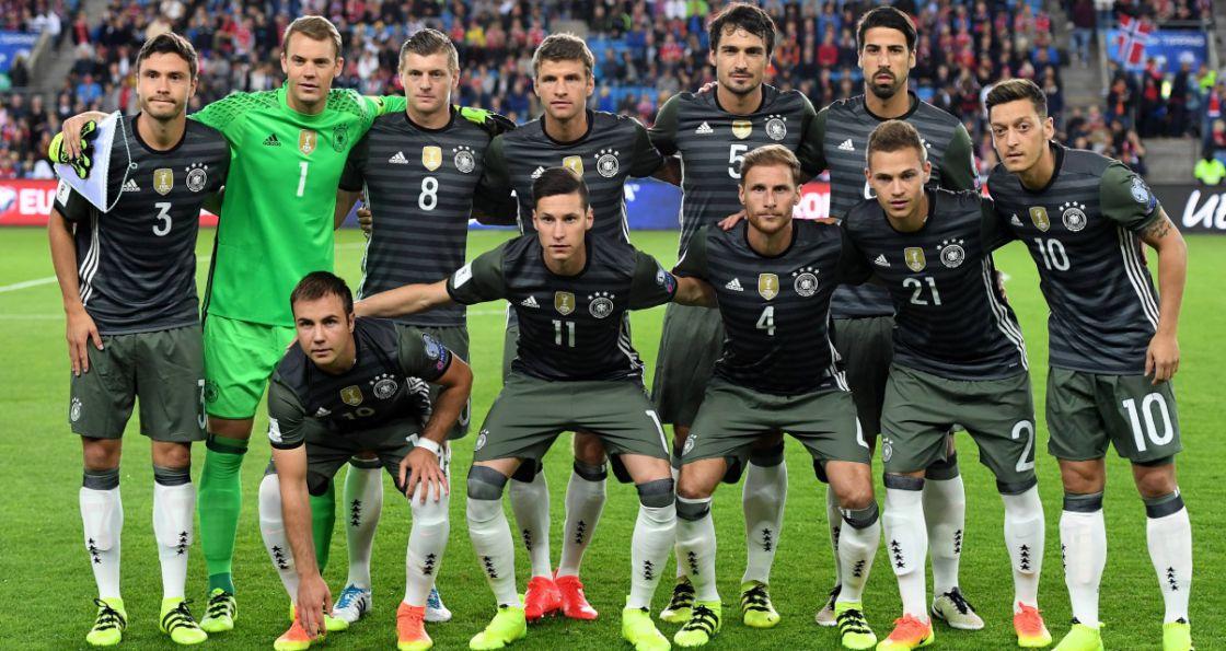Teamfoto der deutschen Nationalmannschaft vor dem WM-Qualifikationsspiel gegen Norwegen in Oslo am 04.09. 2016