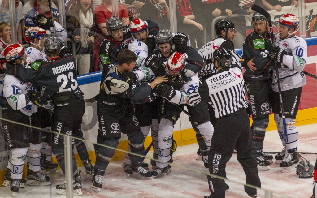 Kölner Haie gegen die Schwenninger Wild Wings in der Lanxess Arena in der Saison 2016/17
