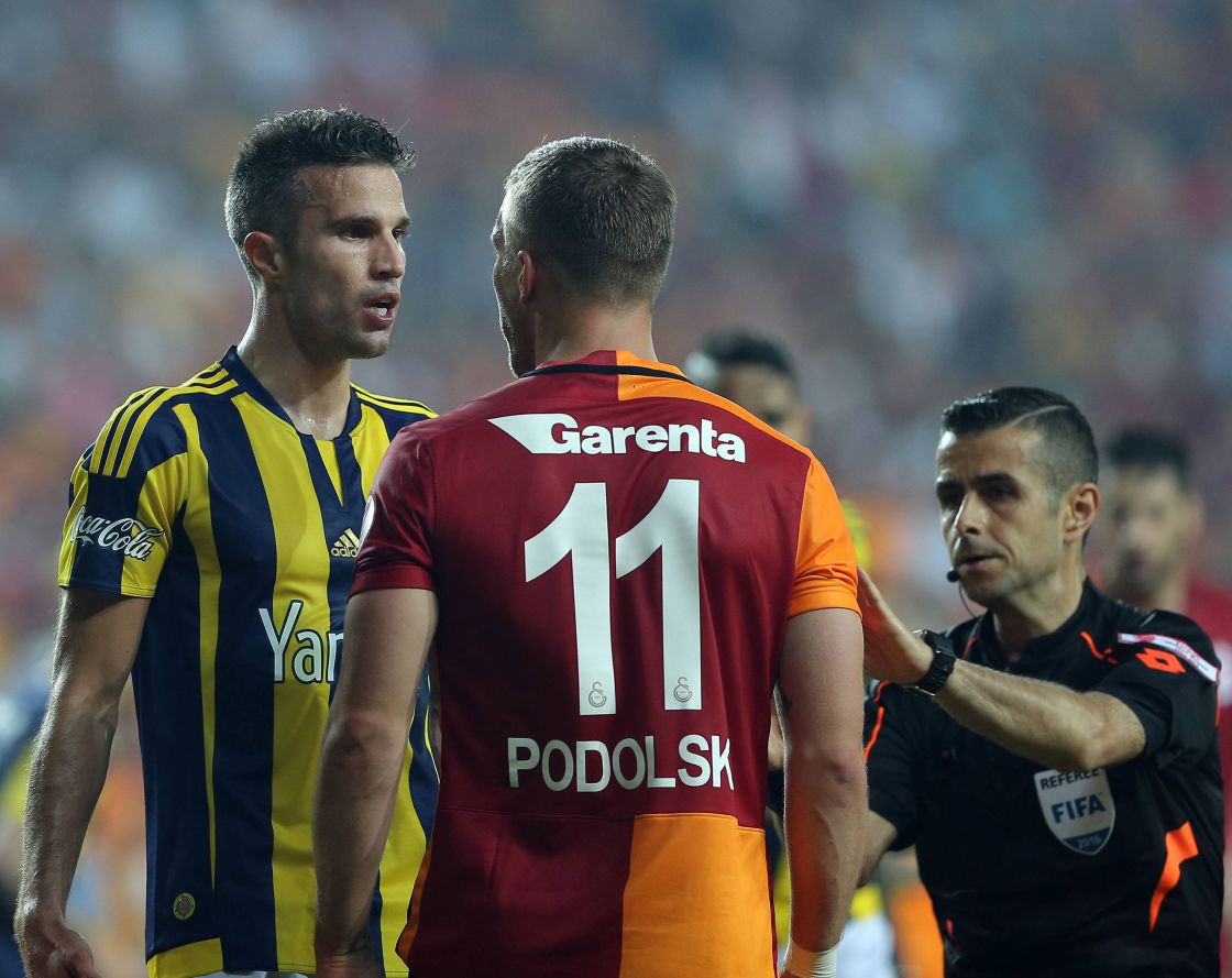 Robin van Persie (Fenerbahçe) Aug in Aug mit Lukas Podolski (Galatasaray)