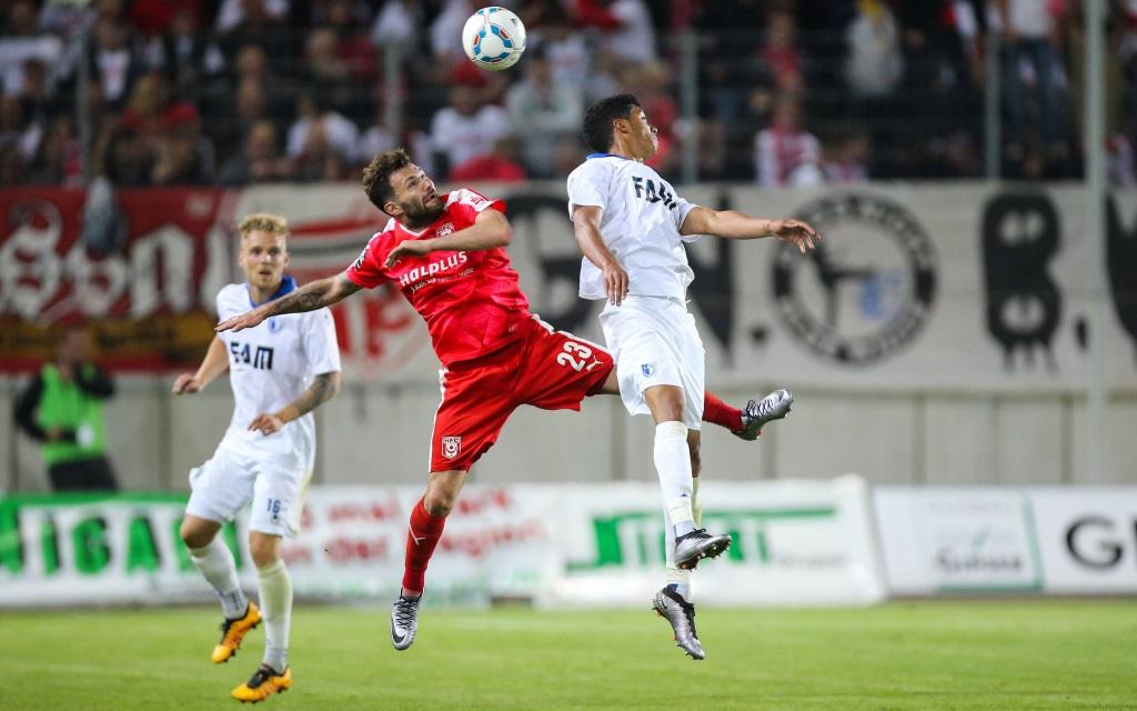 Tarek Chahed gegen Sascha Pfeffer im Landespokal Sachsen-Anhalt zwischen Magdeburg und Halle