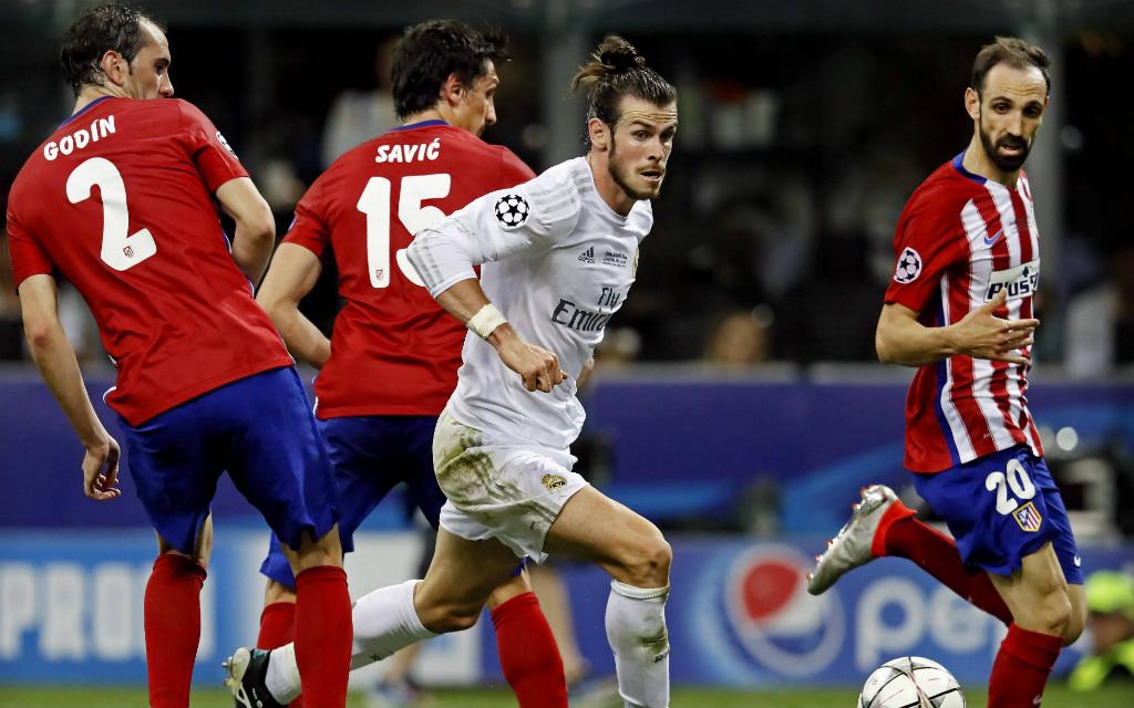 Imago: Im Kollektiv wollen Atléticos Verteidiger Godín, Savic und Juanfran Gareth Bale und die anderen Real Superstars stoppen.