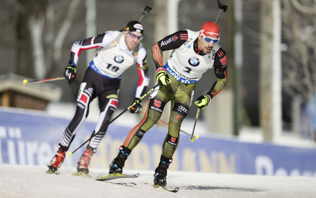Beim ersten Sprint-Weltcup der Biathleten fuhr Arnd Peiffer als Dritter durchs Ziel.