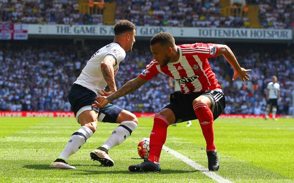 Kyle Walker im Zweikampf mit Ryan Bertrand beim Premier League Spiel der Saison 2015/16 zwischen Tottenham und Southampton