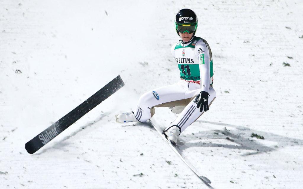 Peter Prevc, Sieger der letzten Vierschanzentournee, stürzte beim letzten Weltcup in Engelberg.