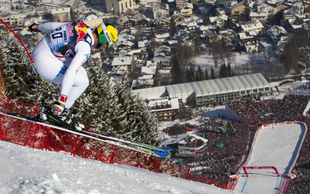 Dominik Paris, der Sieger der Streif von 2013, springt über die Hausbergkante und hat das Ziel vor Augen. Siegt er 2017 erneut?