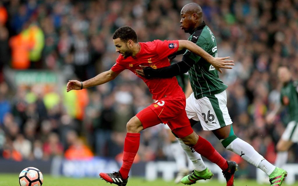 Kevin Stewart im Zweikampf mit Arnold Garita im FA Cup Spiel Liverpool gegen Plymouth in der Saison 2016/17