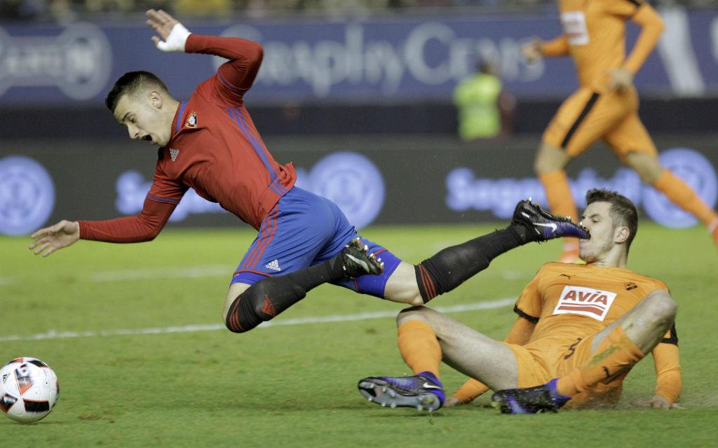 Beim Pokalhinspiel in Eibar kam Osasuna mit Berenguer (l.) mit 0:3 unter die Räder.