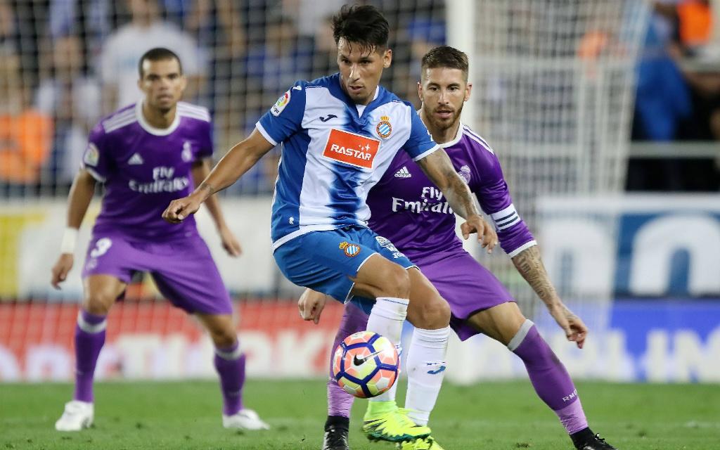 Imago: Hernan Perez und Espanyol wollen sich im Bernabeu gegen Real Madrid und Sergio Ramos durchsetzen.