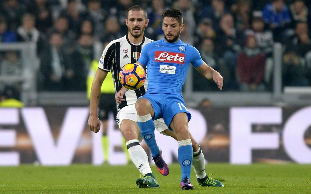 Imago/Insidefoto: eines der Schlüsselduelle bei Juve gegen Neapel: Leonardo Bonucci (l.) gegen Dries Mertens.
