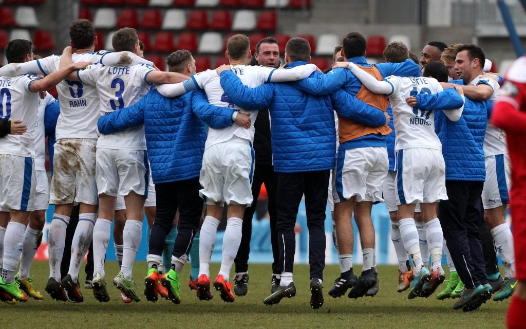 Die Sportfreunde Lotte jubeln nach dem 3:0-Erfolg in der Liga gegen Erfurt
