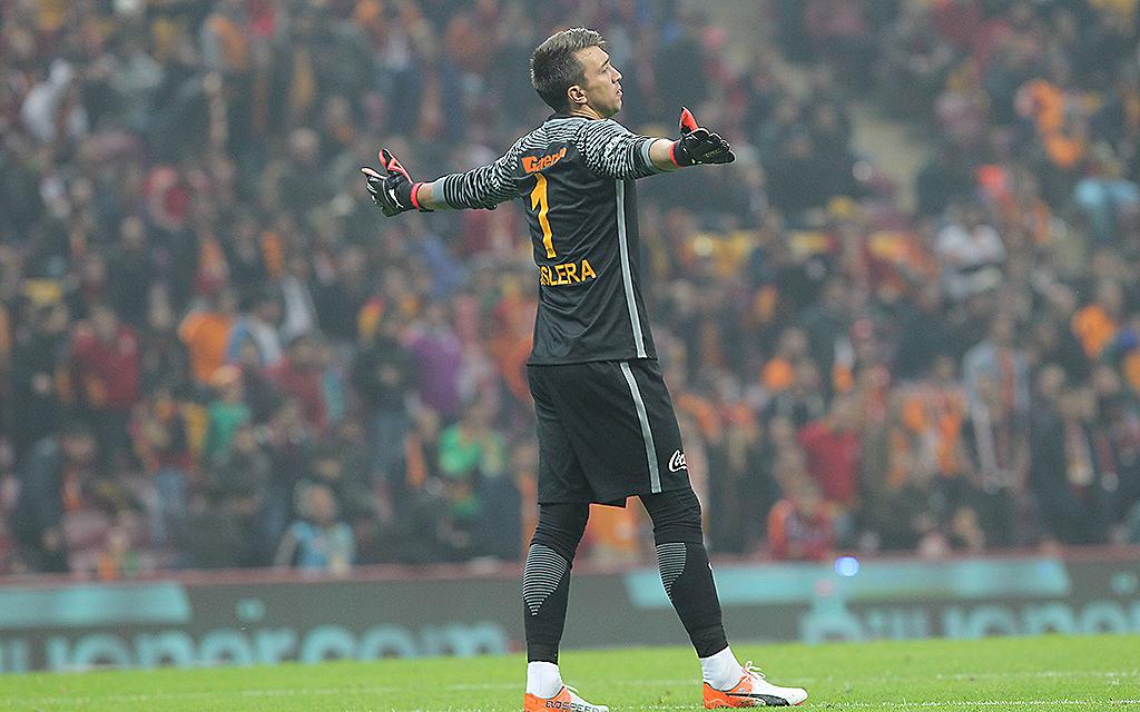 Fernando Muslera im Süper Lig Spiel zwischen Galatasaray und Bursaspor in Turk Telekom Arena in Istanbul.