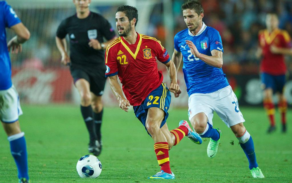 Imago/VI Images: Im EM-Finale 2013 hatte Spaniens U21 um Isco (l.) die Nase vor Italien.