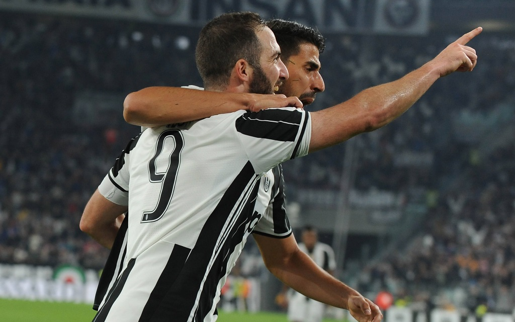 Gonzalo Higuain bejubelt ein Tor im Spiel Juventus - Chievo in der Saison 2016/17