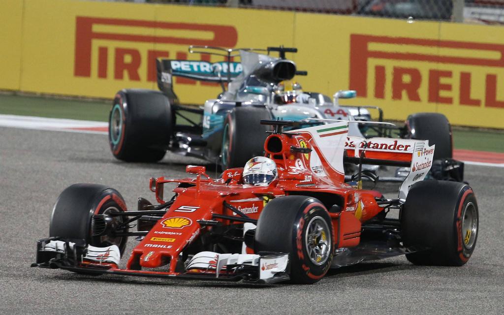 Imago/Thomas Melzer: Kann sich Sebastian Vettel (vorne) auch in Sotschi gegen Lewis Hamilton durchsetzen?