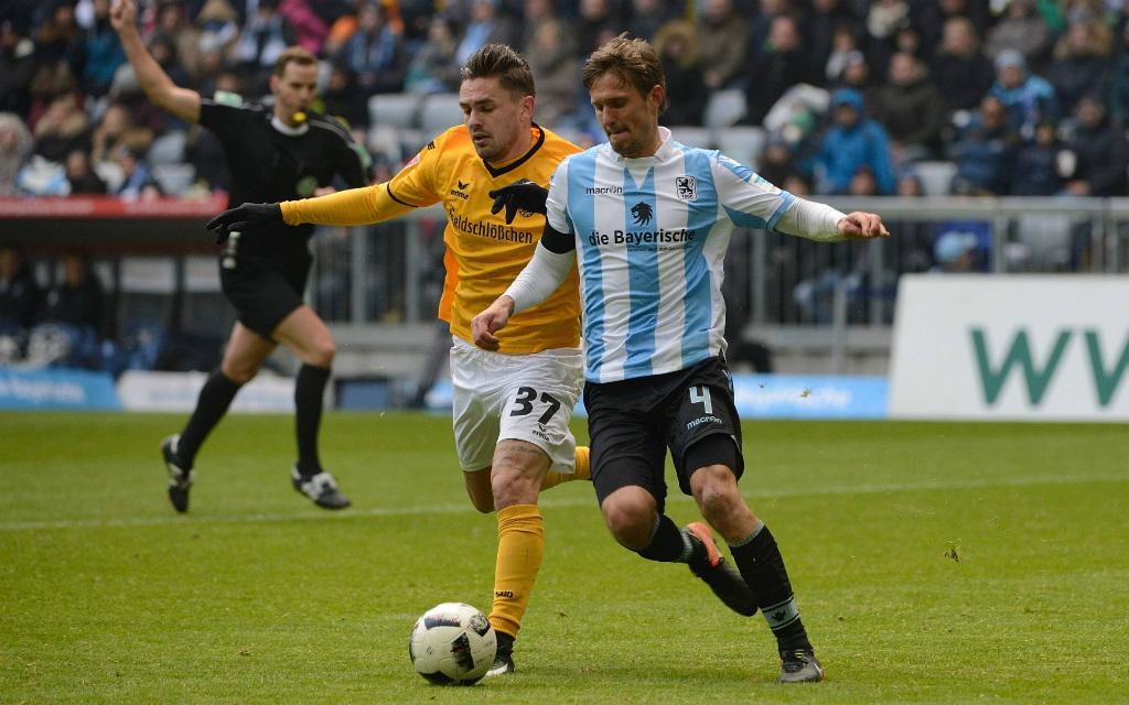 imago/Buthmann: Kai Bülows (r.) Löwen setzten sich im Hinspiel knapp gegen Pascal Testroets Dresdner durch.