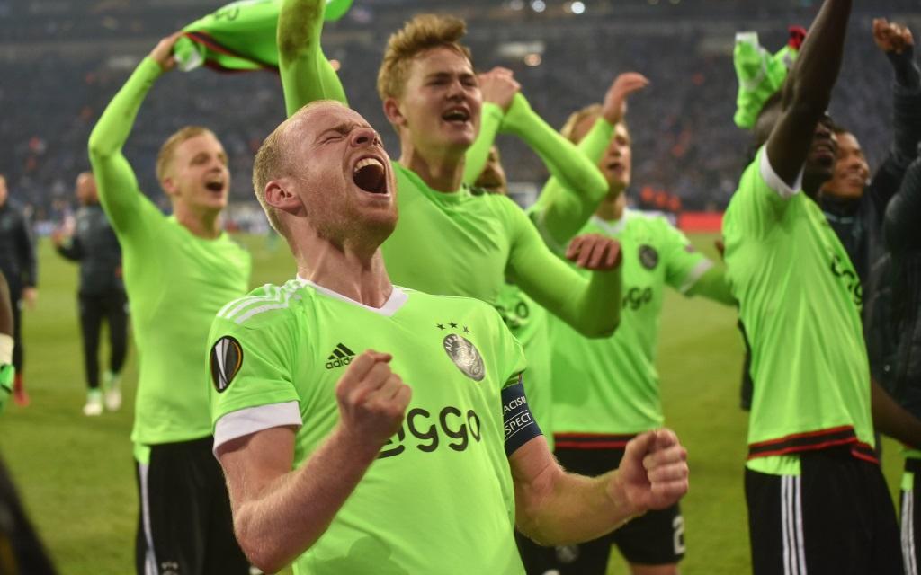 Davy Klaasen bejubelt auf Schalke das Weiterkommen gegen den Bundesligisten im Viertelfinale der Europa League.