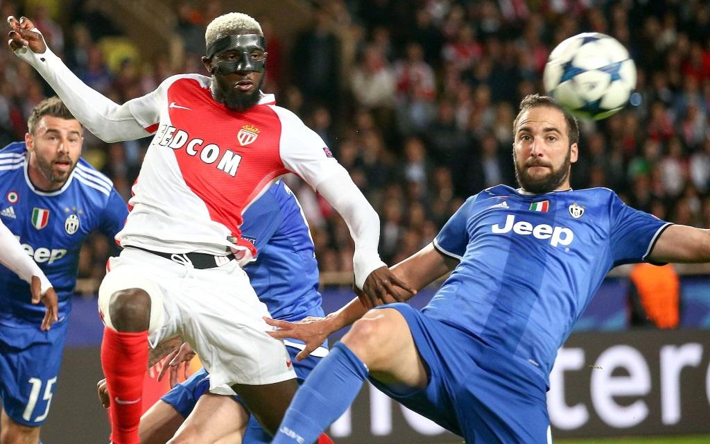 Timoue Bakayoko im Zweikampf mit Gonzalo Higuain im Champions League Spiel AS Monaco - Juventus Turin.
