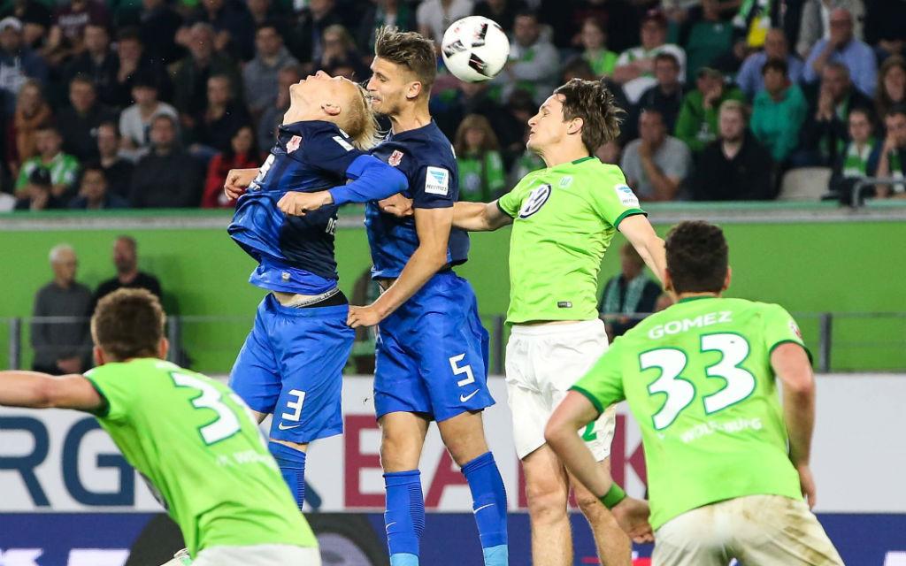 Relegationsspiel zur Bundesliga zwischen Braunschweig und Wolfsburg.