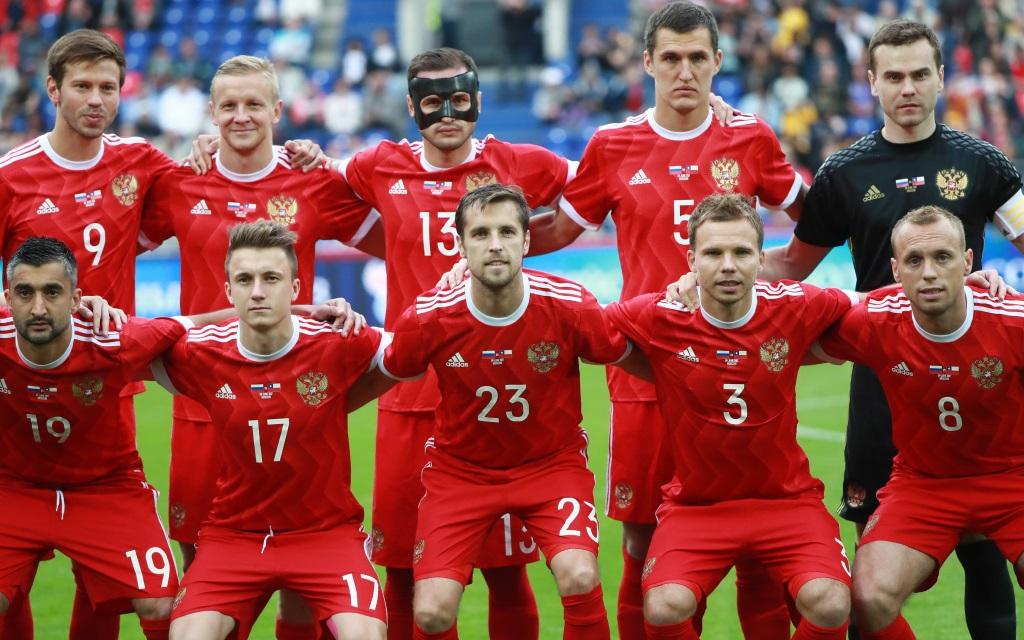 Die Russen vor dem 1:1 im Testspiel gegen Chile beim Mannschaftsfoto