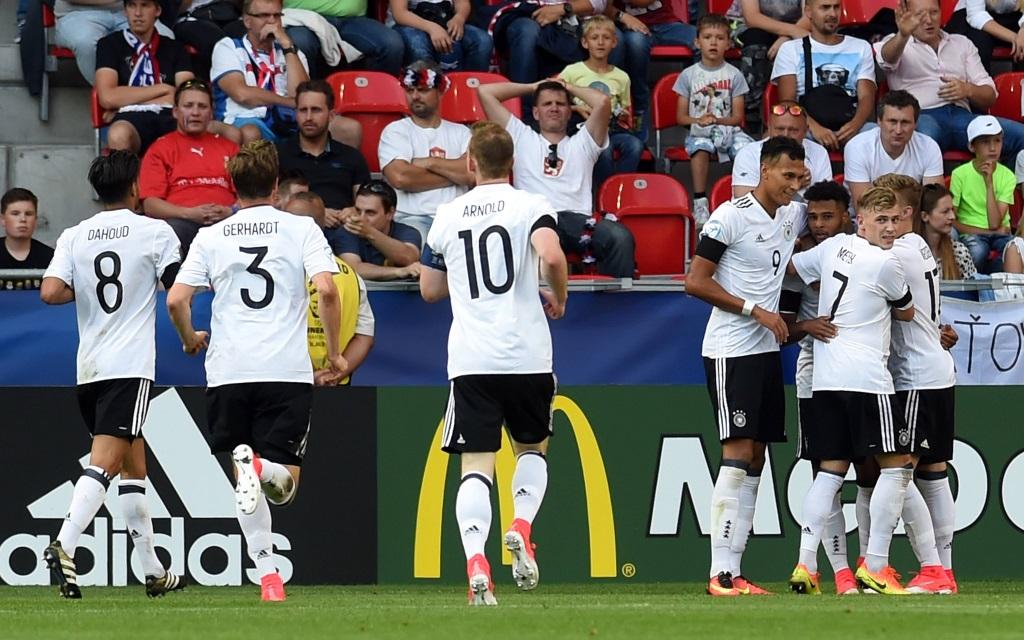 Deutschland beim Torjubel nach einem Treffer gegen Tschechien bei der U21-EM 2017 in Polen.