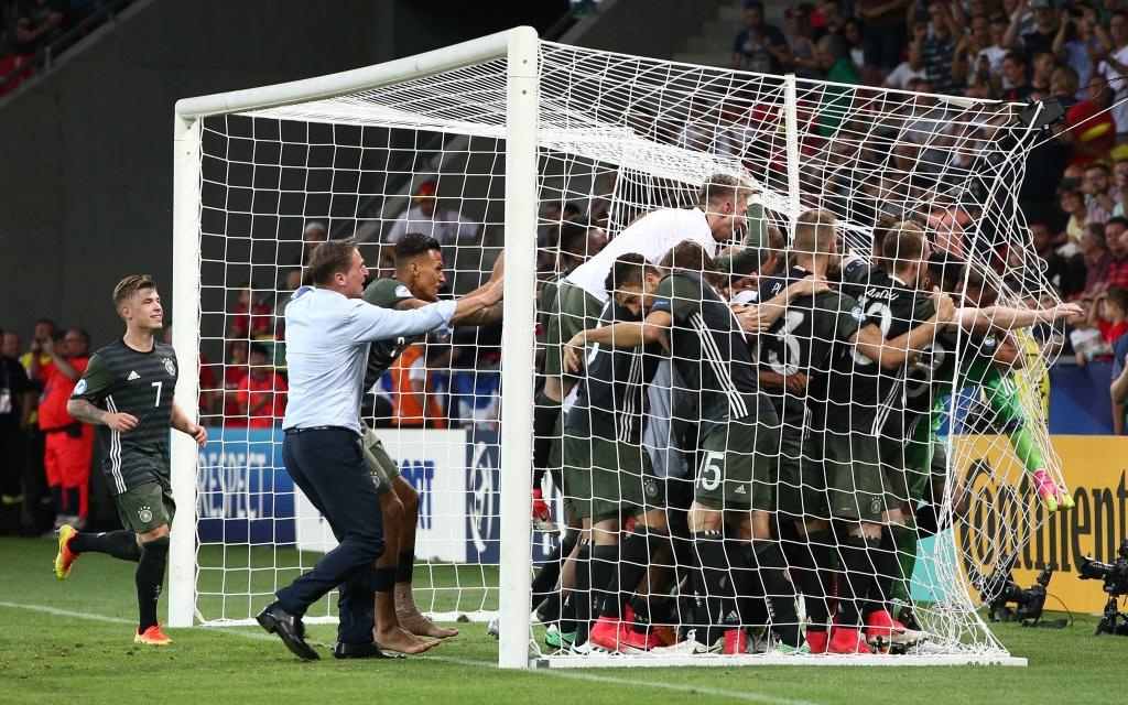 Deutschland nach dem gewonnenen Elfmeterschießen im Halbfinale der U21-EM gegen England.