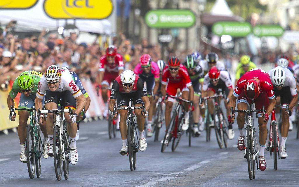 Prestigesieg bei der Tour 2016: Greipel gewinnt den Sprint auf dem Champs-Élysées.