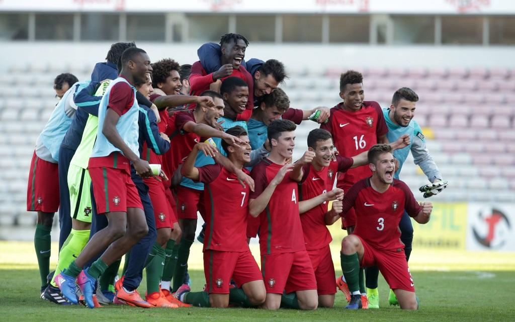 Portugal feiert nach dem Spiel gegen Polen die EM-Teilnahme in Georgien.