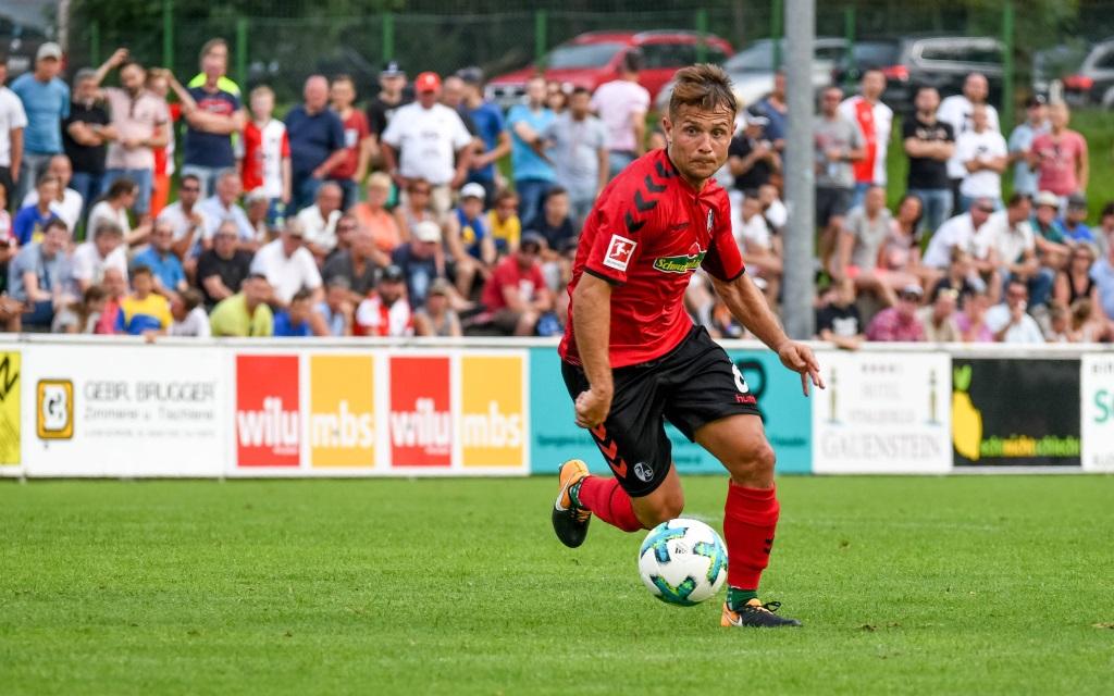 Amir Abrashi im Testspiel des SC Freiburg gegen Feyenoord Rotterdam.