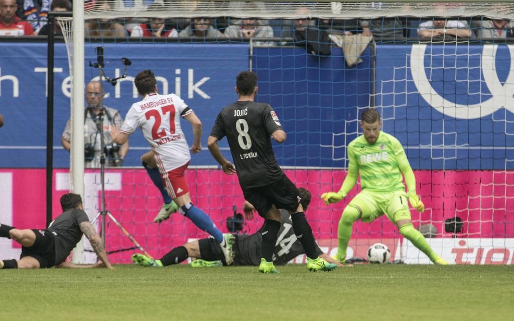 Nicolai Müller schießt den HSV zum 1:0-Sieg über den 1.FC Köln in der Saison 2016/17.