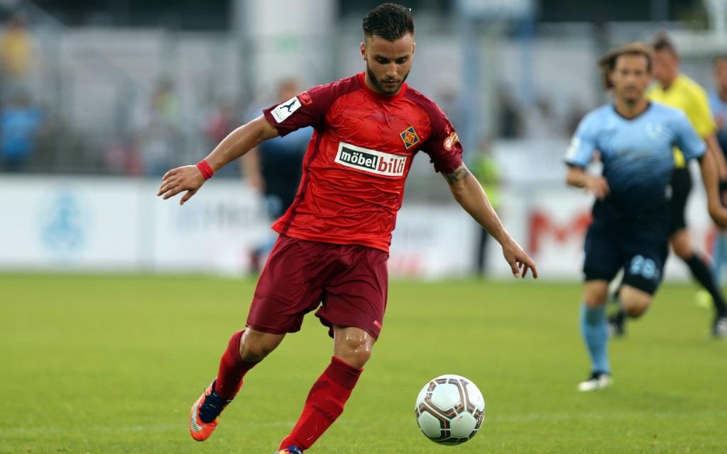 Dimitri Popovits von der TuS Koblenz im Spiel gegen die Stuttgarter Kickers in der Saison 2017/18.