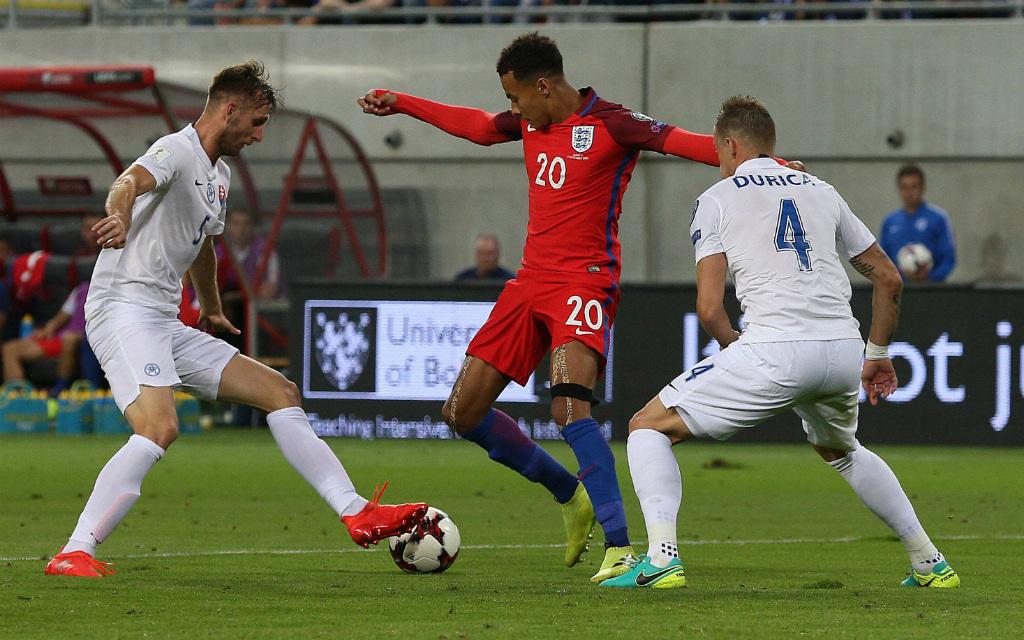 imago/Eibner Europa: Die slowakischen Abwehrspieler dürften Dele Alli (m.) und den Engländern auch im Rückspiel wenig Raum lassen.