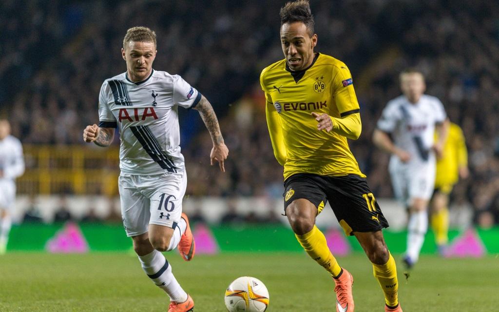 Pierre-Emerick Aubameyang im Zweikampf mit Kieran Trippier im Spiel Tottenham Hotspur - Borussia Dortmund.