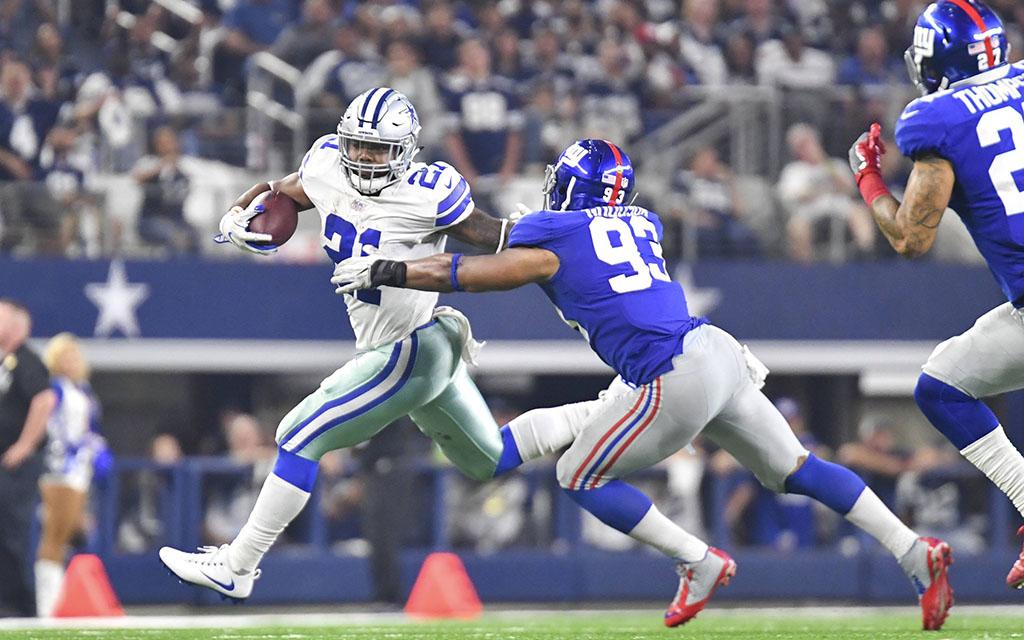 Dallas' Elliott mit dem Ball vorbei an der Giants Defense