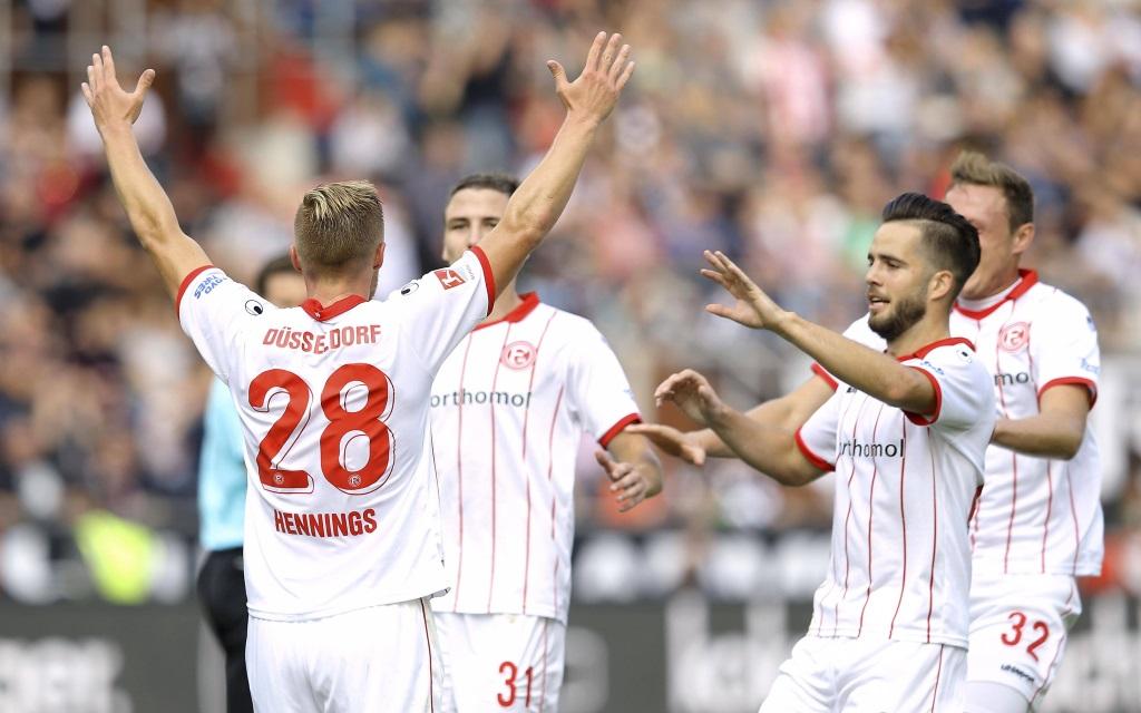 Düsseldorfer Freude nach der 1:0-Führung im Ligaspiel gegen den FC St. Pauli Saison 2017/18.