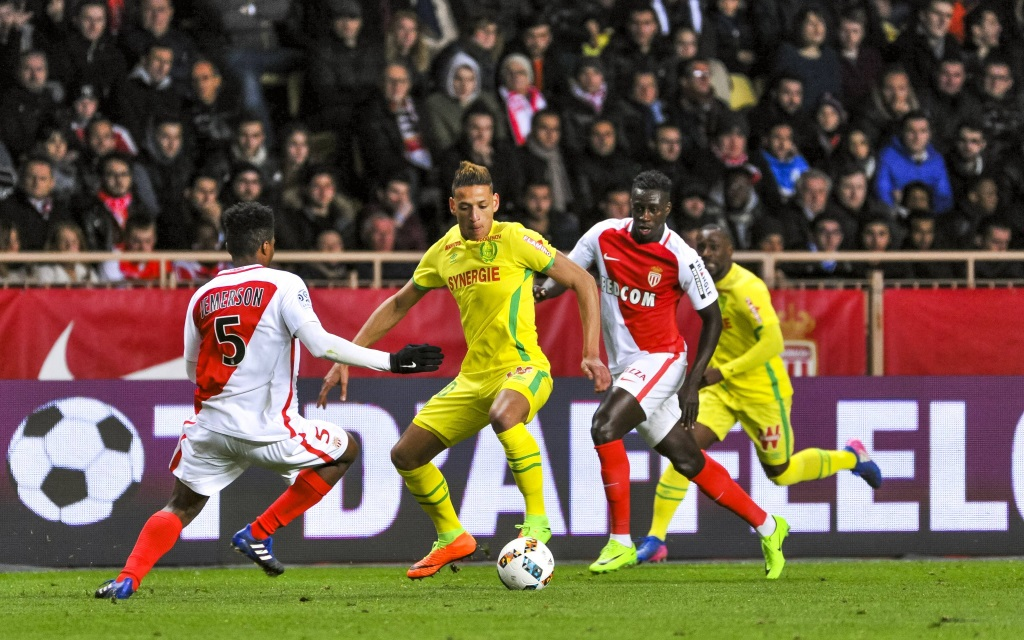 Yacina Bammou im Zweikampf mit Jemerson im Spiel AS Monaco - FC Nantes.