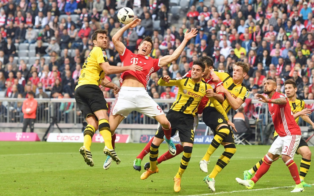 Bayern und Dortmunder schenken sich nichts.