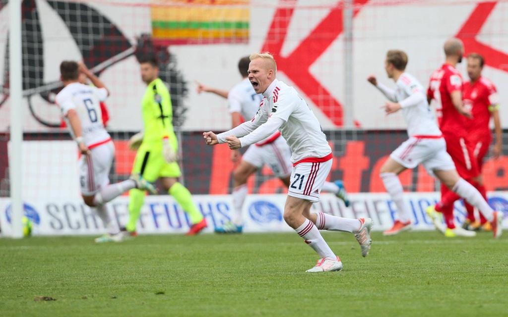 Sascha Bigalke bejubelt das Tor zum 2:1 gegen Zwickau im Spiel FSV Zwickau - SpVgg Unterhaching.