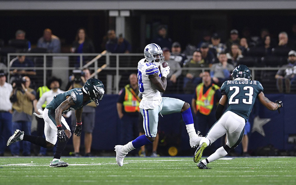 Cowboys Superstar Dez Bryant nach dem Catch gegen die Defense der Philadelphia Eagles