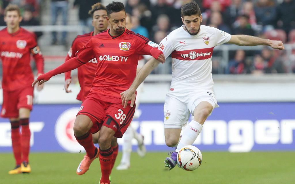 Imago/Pressefoto Baumann: Setzen sich Karim Bellarabis (l.) Leverkusener oder Emiliano Insuas Stuttgarter am Freitagabend durch?