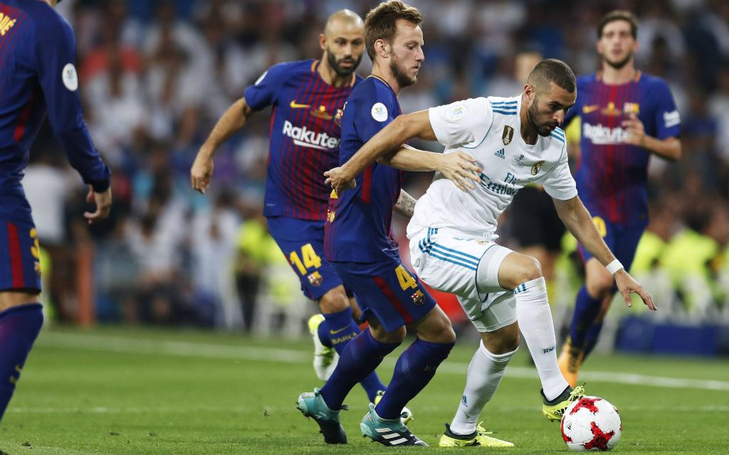Imago/AFLOSPORT: Können Ivan Rakitic (m.) und der FC Barcelona Karim Benzema (r.) und Real Madrid im Clasico stoppen?