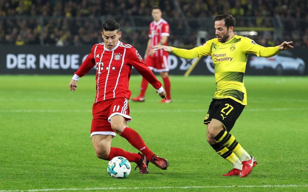 Gonzalo Castro attackiert James im Ligaspiel Borussia Dortmund - FC Bayern München Saison 2017/18.
