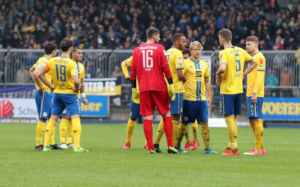 Braunschweiger im Spiel gegen den 1, FC Nürnberg.